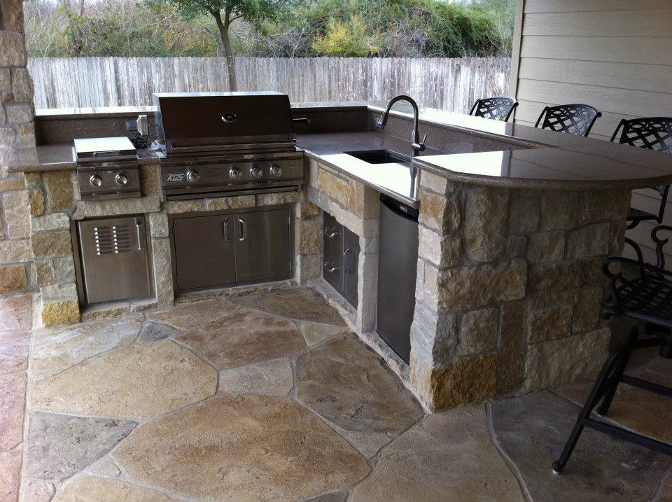 Custom Outdoor Kitchen Installation in Winter Park
